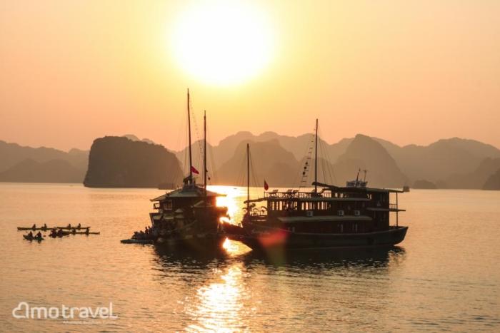 Il tramonto al baia di Halong